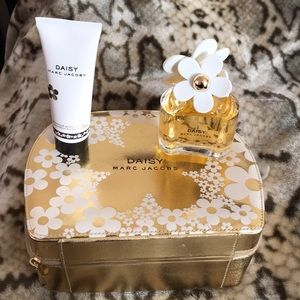 MARC JACOBS DAISY With free Body Lotion included